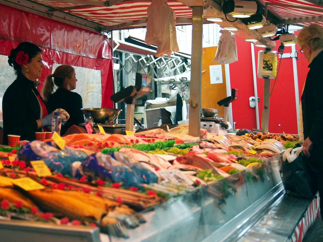 Marktkraam met verse vis
